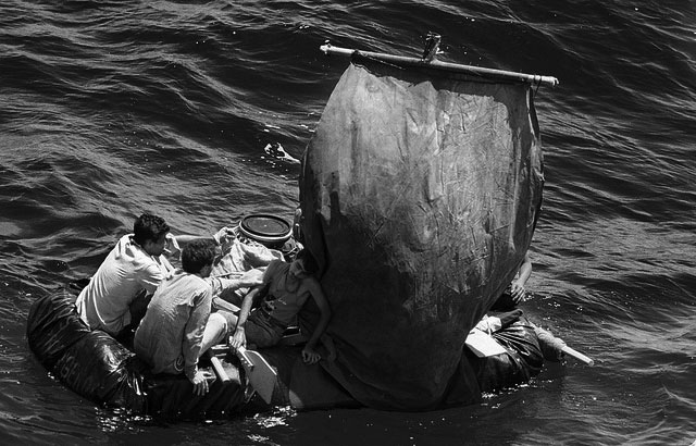 Balseros cubanos tratando de llegar a las costas de la Florida
