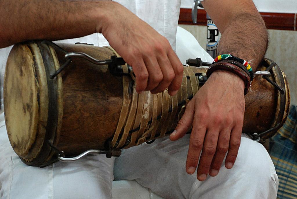 Okónkolo o tambor chico, uno de los tres tambores Batá. Religiones afrocubanas