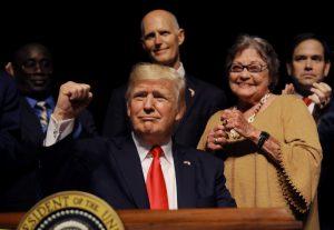 Si analizamos con serenidad las recientes medidas tomadas contra Cuba por el presidente Donald Trump, podremos llegar muy rápido a una primera conclusión: las mismas afectan no sólo a Cuba, sino también (y paradójicamente) a Estados Unidos. Foto: REUTERS/Carlos Barria
