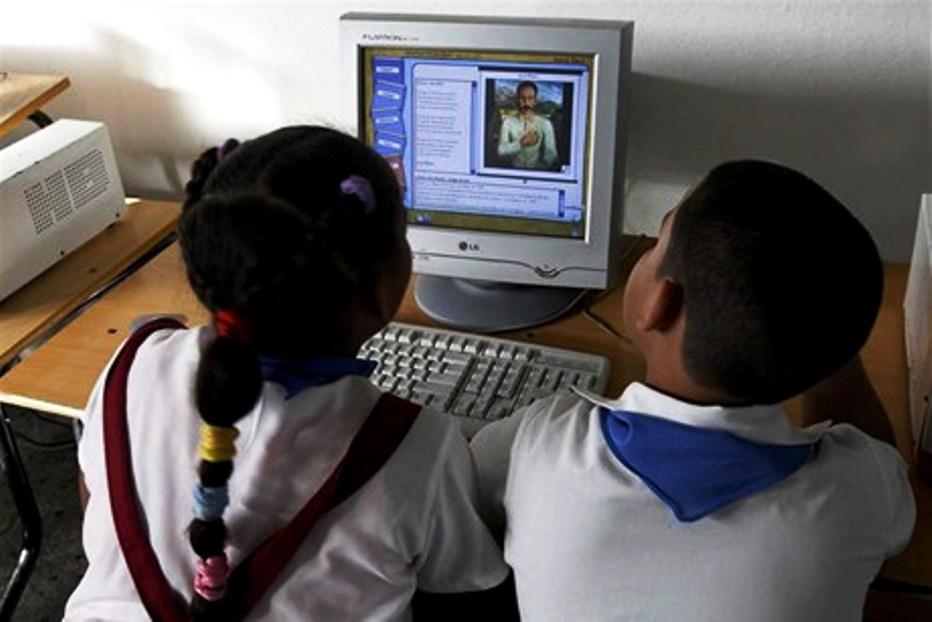 En Cuba, el proceso de Informatización de la sociedad desde hace mucho tiempo es algo prioritario. Y en la actualidad, no solo ha sido contemplado como uno de los elementos claves de la Política Económica y Social del Partido y la Revolución, a través del Lineamiento 131, sino que se promueve todo un programa integral de desarrollo, donde importa la infraestructura tecnológica, pero también la formación eficiente de una comunidad de usuarios que hagan un uso creativo de lo informatizado.