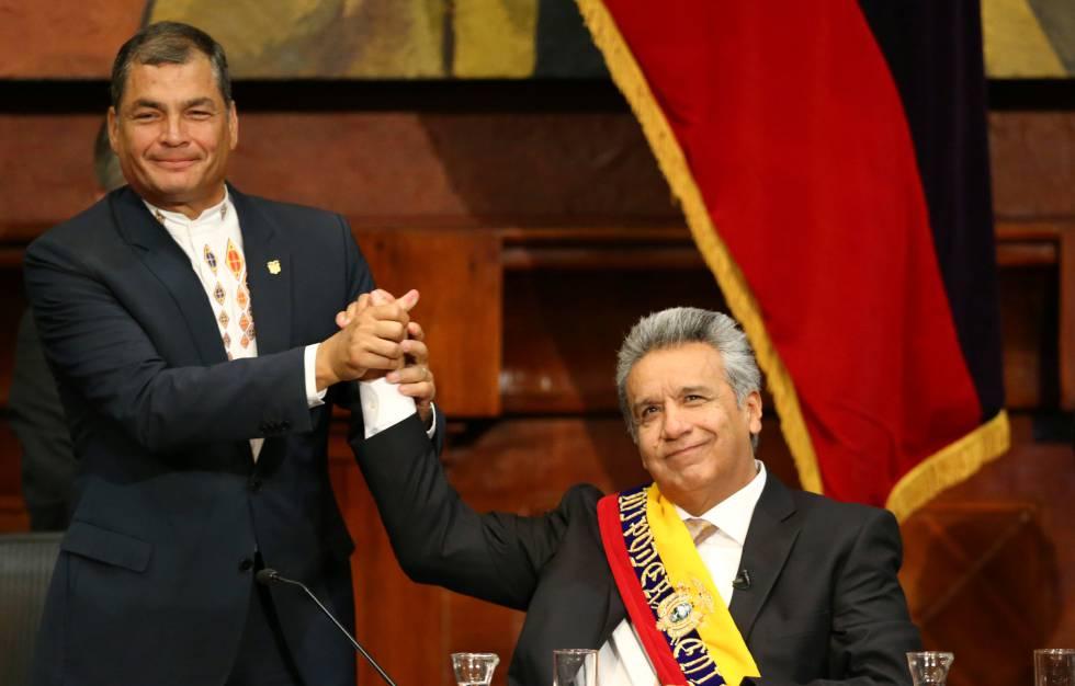 Rafael Correa (izquierda) con Lenín Moreno, durante la toma de posesión de este último. Foto: Reuters