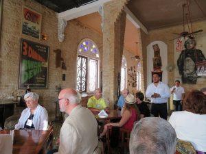 """Los emprendedores privados cubanos, directamente relacionados con el turismo, pudieran dejar de ganar hasta 21 millones de dólares en el segundo semestre de 2017 como """"cortesía"""" de Donald Trump. Foto: Catherine Read (CC BY 2.0)"""
