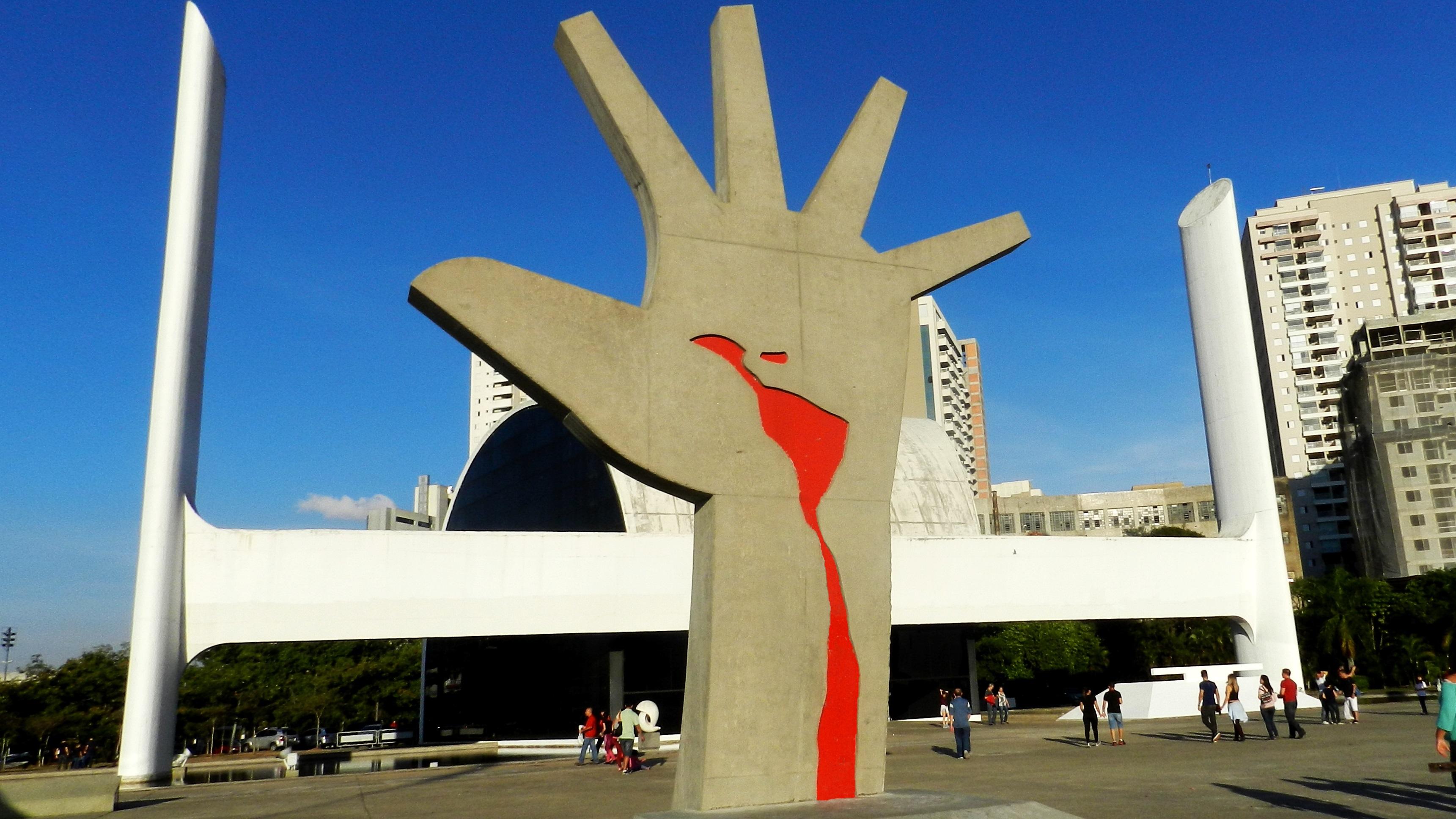 Cuba se hizo un parte-aguas de las luchas políticas de sus países hermanos y fue el ingrediente más importante de la Guerra Fría en América Latina